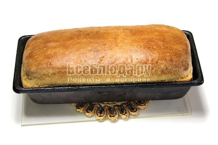 Готовый хлеб в форме