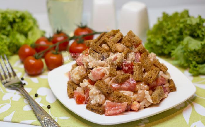 рецепт салата с сухариками и фасолью