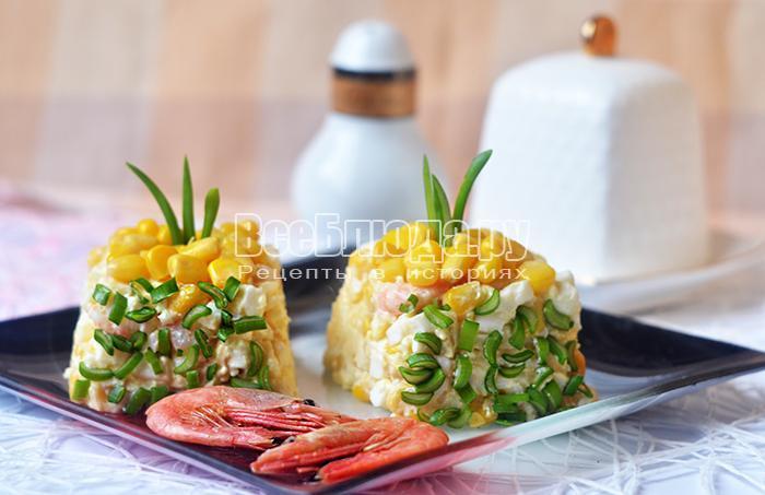 салат с креветками, сыром и зеленым луком
