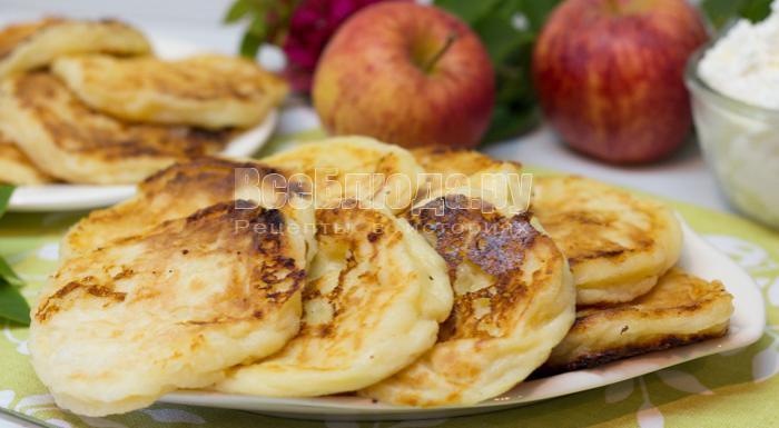 вкусные яблочные сырники