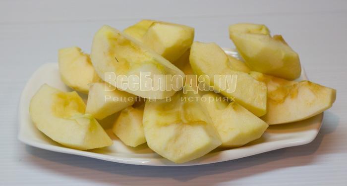 почистила яблоки