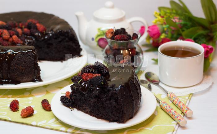 готовый шоколадный кекс с кабачком и шоколадом