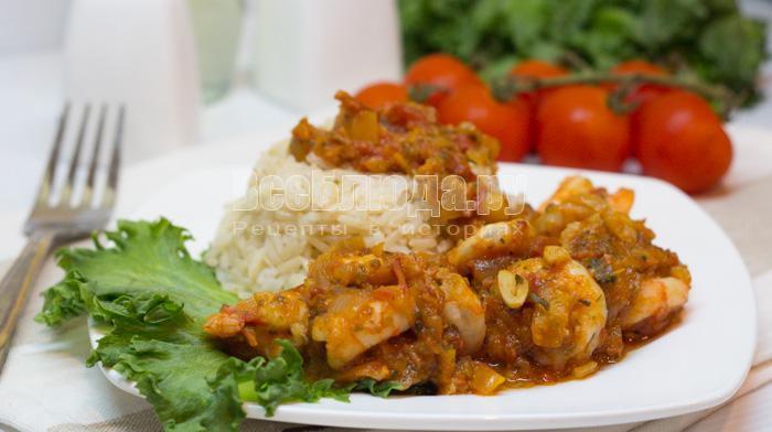 Креветки в томатном соусе с чесноком и болгарским перцем