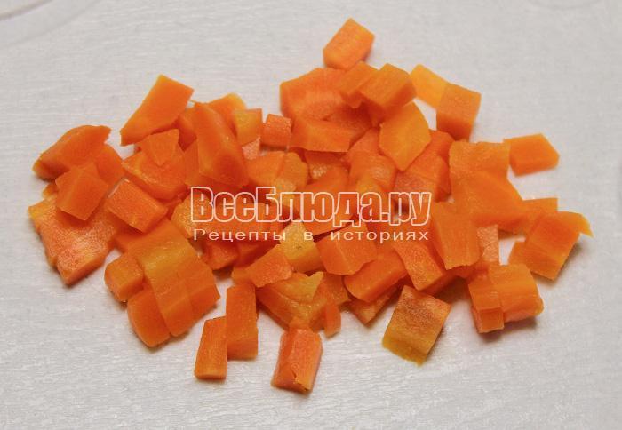 порезать вареную морковку