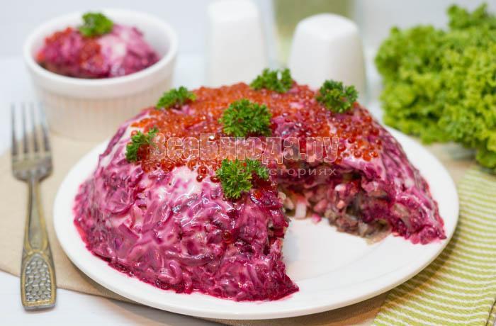 как приготовить салат с селедкой и красной икрой