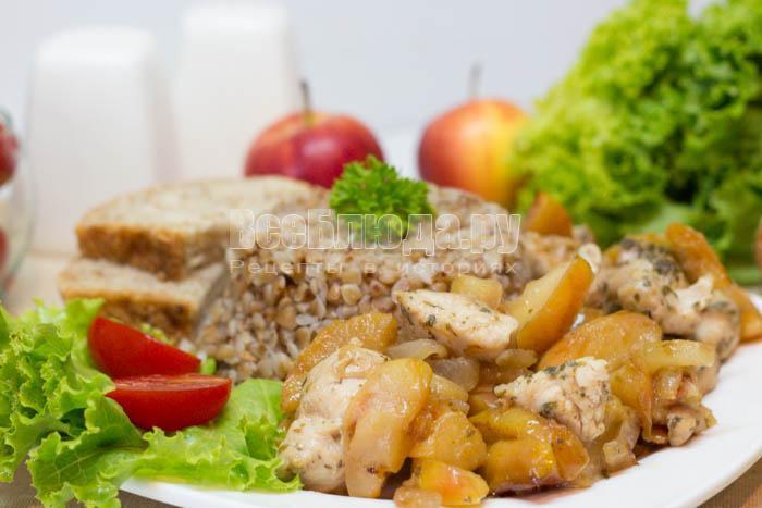 рецепт приготовления куриного филе с яблочками