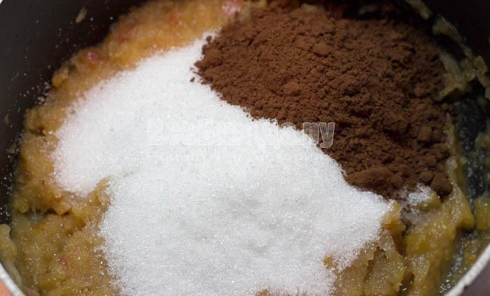 добавить сахар и какао
