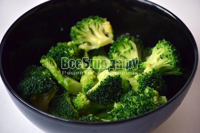 оставьте броколи в подсоленной воде