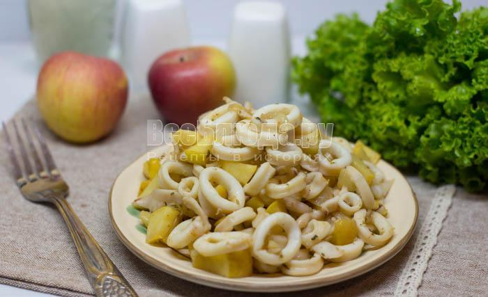 готовые кальмары с яблоками
