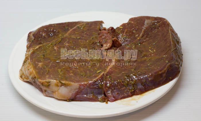 обмазать мясо