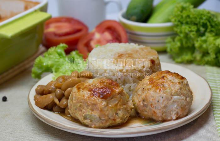 Куриные тефтели с консервированной фасолью