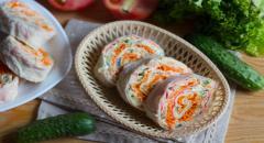 Лаваш с крабовыми палочками, огурцом и корейской морковкой