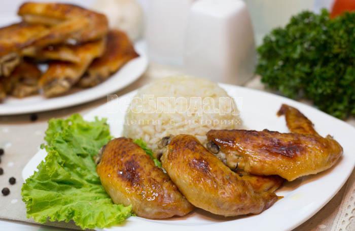 готовые куриные крылья с медом и соевым соусом