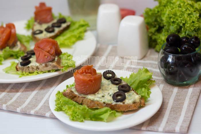 готовые бутерброды с семгой