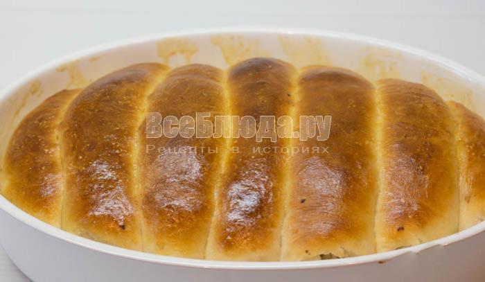 выпекала пирог в духовке