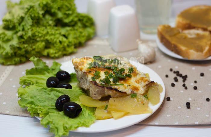 готовая картошка с фаршем и сыром