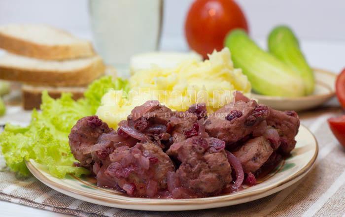 мясо с брусникой