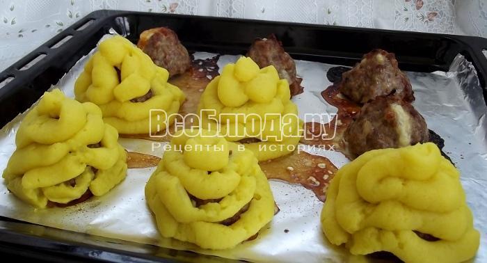 Мясные елочки с картошкой - сервировка блюда на 23 февраля