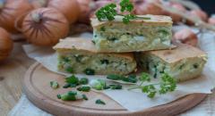 Заливной пирог с яйцами и зеленым луком...