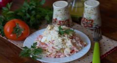 Салат с гребешками (помидоры, яйца, лук)...