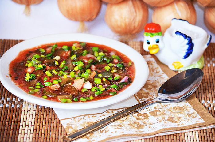 Военный (походный) салат из томатного сока и огурцов