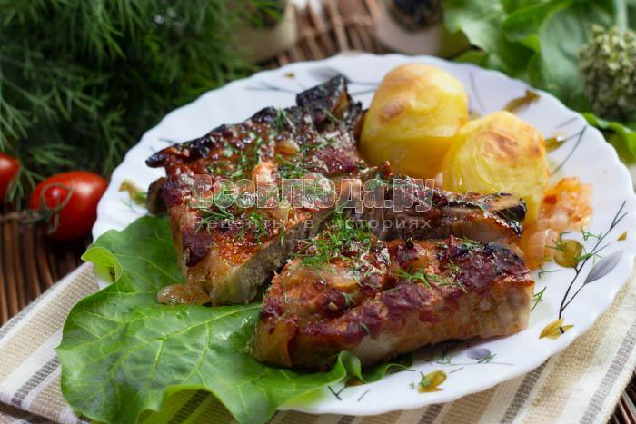 вкусные стейки из свинины в томате