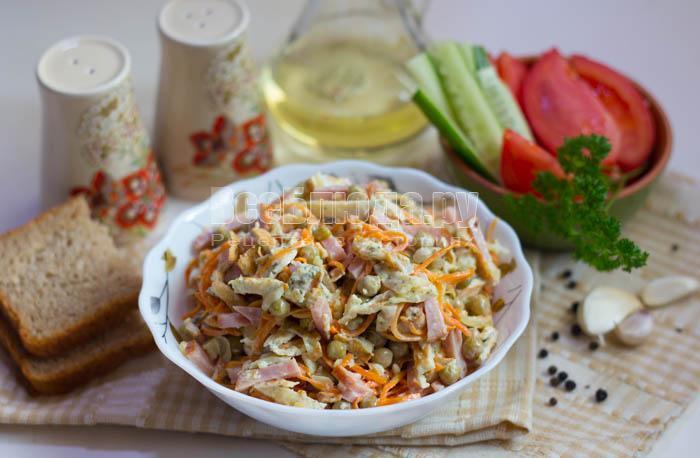Салат с яичными рулетиками