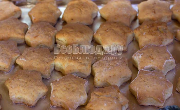 готовое печенье после духовки
