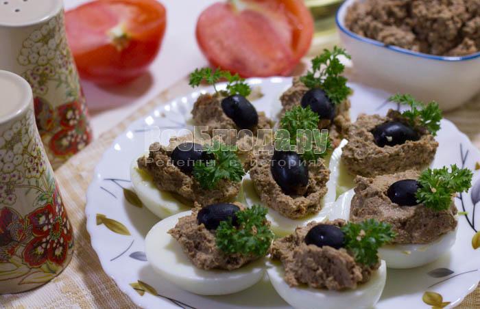 Яйца с куриной печенью (паштет)