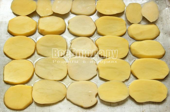 порезать картошку на кружочки