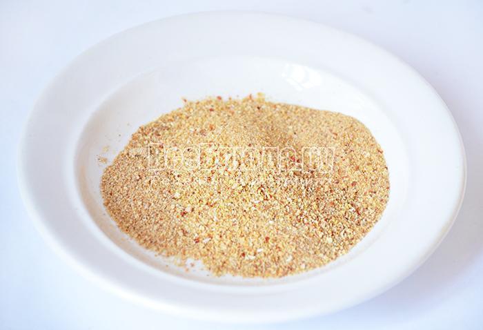 подготовьте панировочные сухари