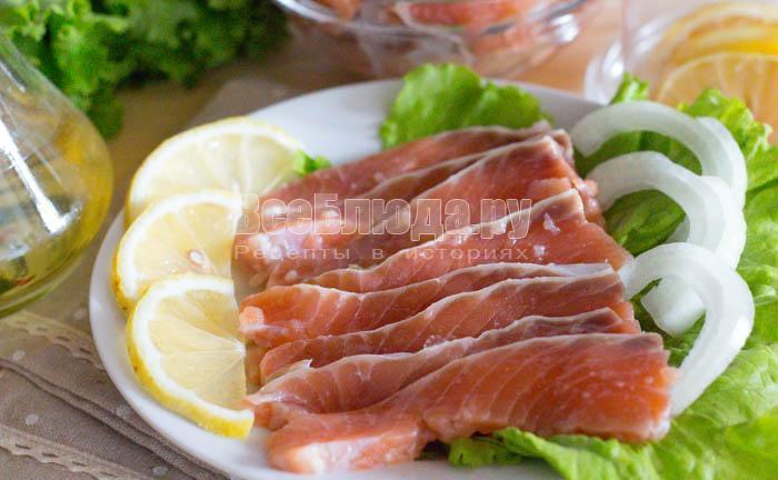 готовая соленая красная рыба