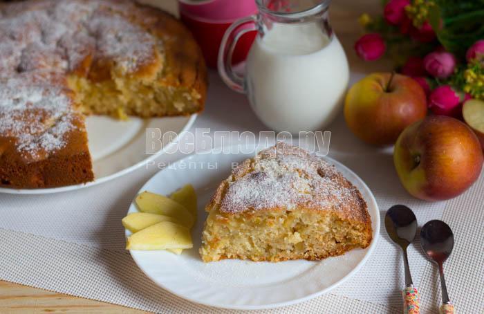 готовый пирог с яблоками и медом