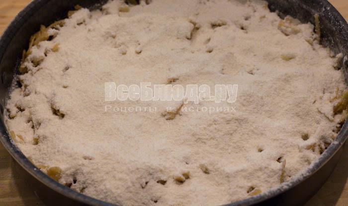 Насыпной сочный яблочный пирог с манкой