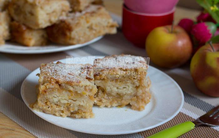 готовый насыпной пирог с яблоками