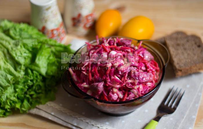 готовый салат из капусты с мясом