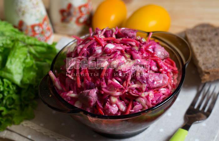 вкусный и сочный салат из белокочанной капусты