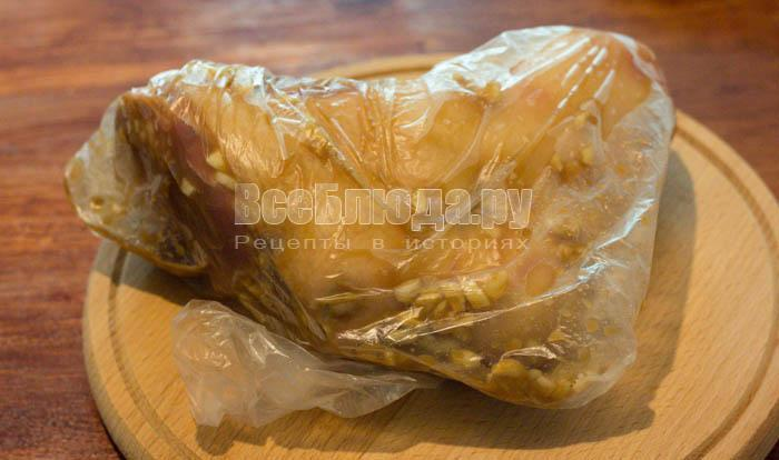 Свиная рулька без варки с медом и горчицей