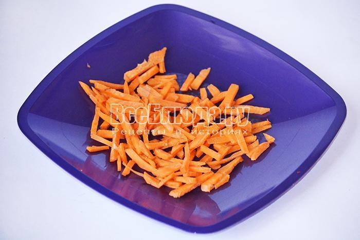 нарежьте морковь