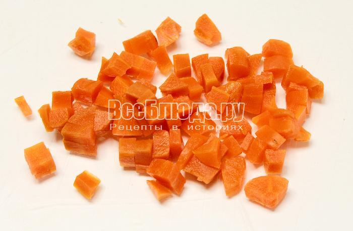 Нарезали морковь кубиками