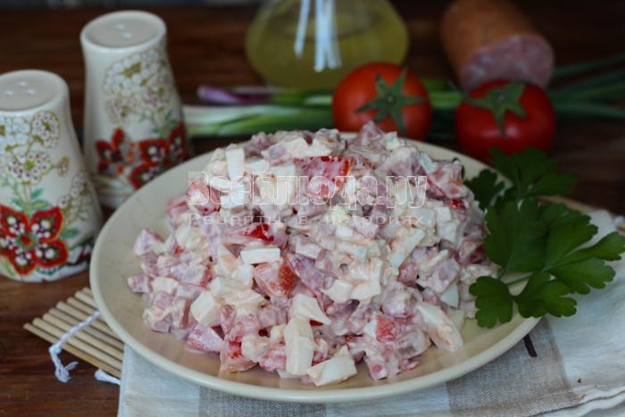 готовый салат почему-то называется московским