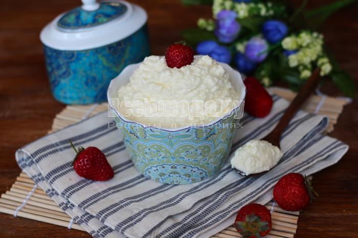 рецепт крема из сгущенки с маслом и сметаной