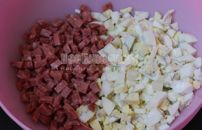 колбасу можно брать любую, но в оригинале лучше копченую