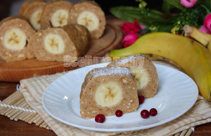 готовое пирожное с бананом внутри