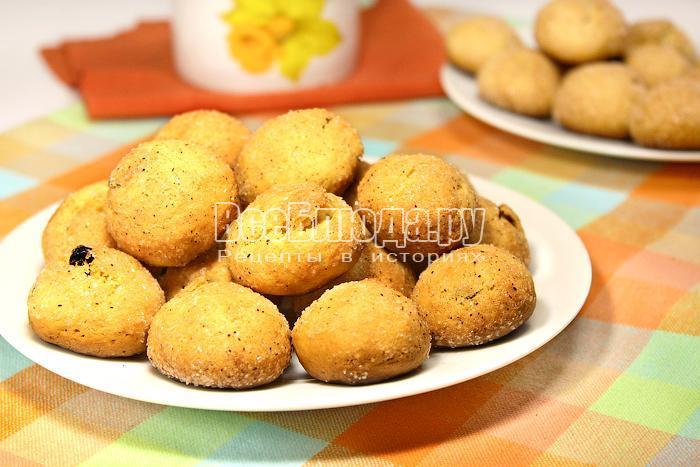 Готовое пятиминутка печенье на тарелке