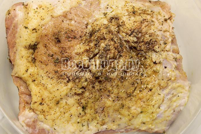 Натерли мясо горчицей