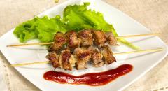 Шашлычки из свинины на шпажках - простой рецепт на сковороде