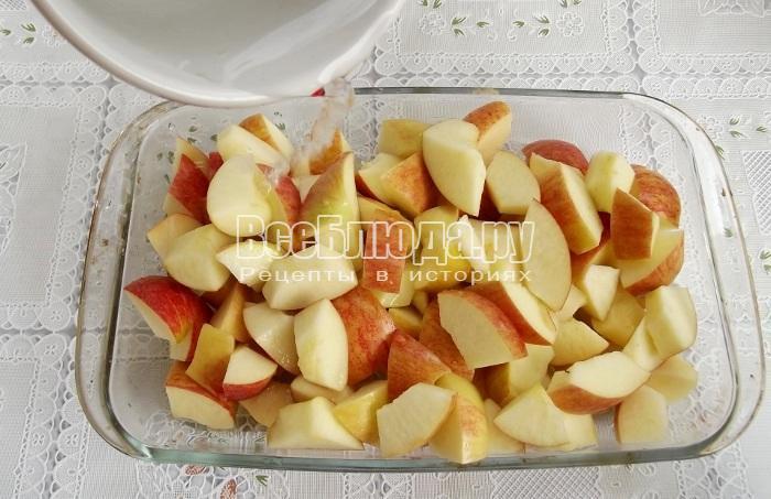 долить воды в яблоки
