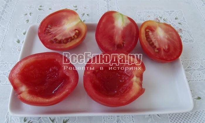 вынуть мякоть из помидоров