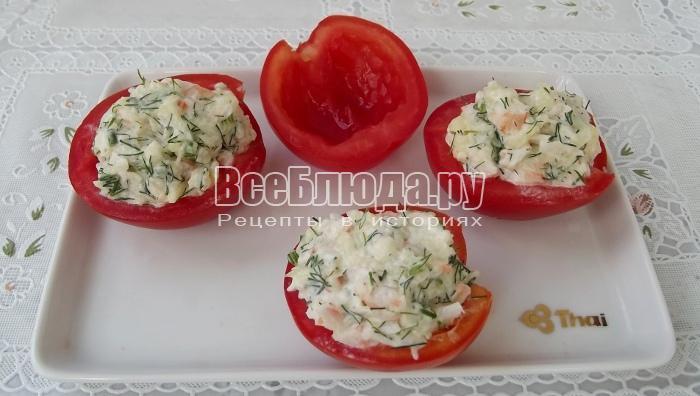 нафаршировать половинки помидоров